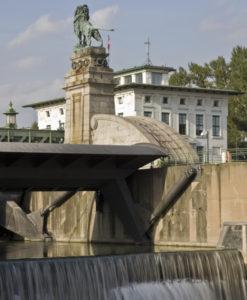 Kleinwasserkraftwerk Nußdorf unter denkmalgeschützten Jugendstil-Bauwerk von Otto Wagner